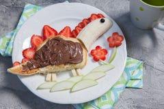 逗人喜爱的恐龙形状的薄煎饼 图库摄影