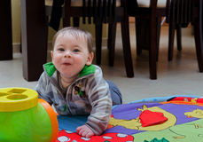 逗人喜爱的愉快的婴孩 库存图片