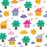 逗人喜爱的房子、树和云彩孩子样式 库存照片
