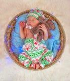 逗人喜爱的新出生的男婴圣诞节画象  图库摄影