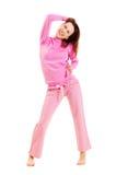 逗人喜爱的桃红色睡衣面带笑容妇女 免版税库存照片