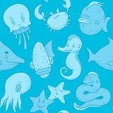 逗人喜爱的海洋动物乱画的无缝的样式 库存图片