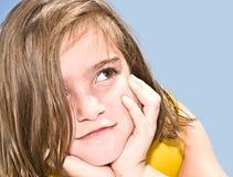逗人喜爱的深刻的女孩想法 免版税库存图片