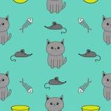 逗人喜爱的灰色动画片猫 碗,鱼骨,老鼠玩具 滑稽的微笑的字符 被隔绝的等高 无缝的样式蓝色背景 Fl 图库摄影