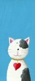 与心脏项链的逗人喜爱的猫 库存照片