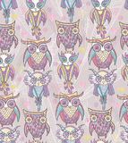 逗人喜爱的猫头鹰无缝的模式 免版税库存照片