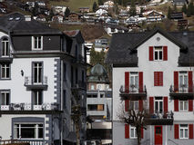 逗人喜爱的瑞士房子 免版税库存图片