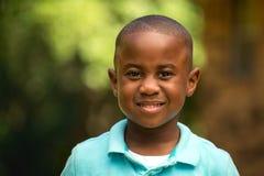 逗人喜爱的男孩微笑的一点 免版税图库摄影