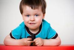 逗人喜爱的男孩矮小的沉思纵向 免版税图库摄影