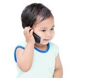 逗人喜爱的男孩讲话由手机 免版税图库摄影