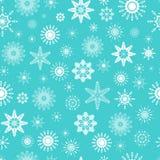 逗人喜爱的白色雪花的传染媒介无缝的样式在浅兰的背景的 可能使用寒假设计,圣诞节和新的Y 向量例证