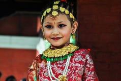 逗人喜爱的矮小的尼泊尔微笑 免版税库存图片