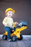 逗人喜爱的矮小的工程师 免版税库存图片