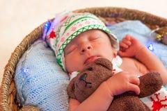 逗人喜爱的矮小的新出生的男孩圣诞节画象  免版税库存照片