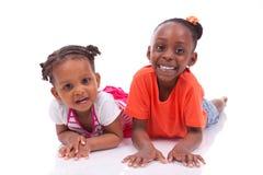 逗人喜爱的矮小的非裔美国人的女孩-黑人孩子 免版税图库摄影