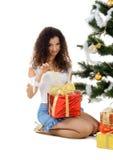 逗人喜爱的礼品妇女年轻人 库存照片