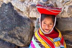 逗人喜爱的秘鲁女孩 库存照片