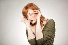 逗人喜爱的红头发人妇女 图库摄影