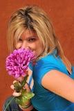 逗人喜爱的花性感的妇女 免版税库存照片