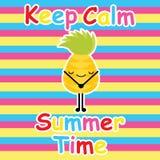 逗人喜爱的菠萝保留在镶边背景动画片、夏天明信片、墙纸和贺卡, k的T恤杉设计的安静 向量例证