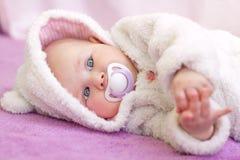 逗人喜爱的蓝眼睛婴孩 库存照片