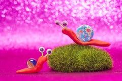 逗人喜爱的蜗牛chids背景卡片 免版税库存照片