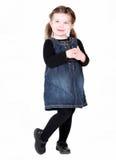 逗人喜爱的被折叠的女孩递小孩 库存图片