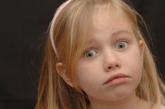 逗人喜爱的被激怒的女孩一点 免版税库存图片