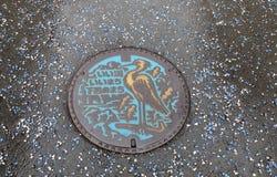 逗人喜爱的设计公共孔盖子下吕日本 库存图片