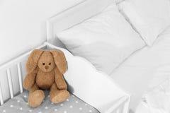 逗人喜爱的软的兔宝宝玩具 图库摄影