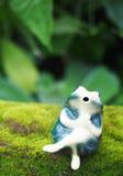 逗人喜爱的陶瓷青蛙 免版税库存照片