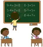 逗人喜爱的非洲裔美国人的孩子在教室 免版税图库摄影