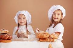 逗人喜爱的面包师一点 免版税库存照片