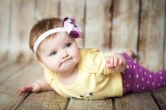 逗人喜爱的6个月女孩 库存图片