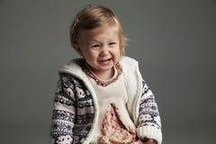 逗人喜爱的17个月尖叫的女婴 库存照片
