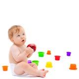 逗人喜爱的婴儿男孩用苹果 免版税库存照片