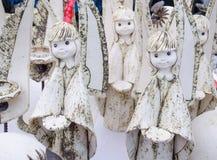逗人喜爱的黏土陶瓷天使计算活公平的市场 库存照片
