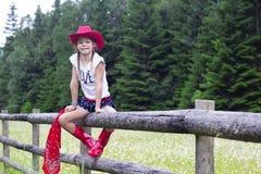 逗人喜爱的年轻女牛仔画象 库存图片
