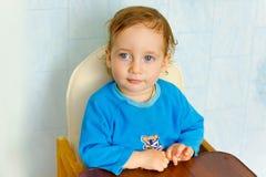 逗人喜爱的婴孩坐 免版税图库摄影