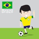 逗人喜爱的巴西足球运动员 免版税图库摄影