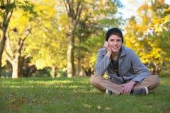 逗人喜爱青少年户外微笑 库存照片