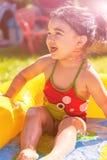 逗人喜爱,愉快,微笑的小孩女婴,使用在五颜六色可膨胀 库存照片