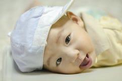 逗人喜爱婴儿微笑 免版税库存照片