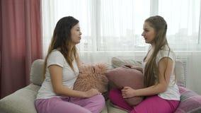 通信交谈女孩轻松的朋友 影视素材