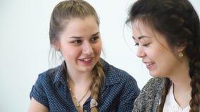 通信友谊女孩智能手机网络 股票视频