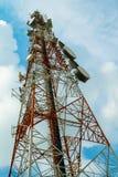 通信红色和白色塔与与很多differe的 免版税库存图片