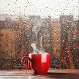 通入蒸汽的咖啡杯 图库摄影