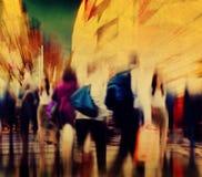 通勤者人高峰时间繁忙的城市概念 库存照片
