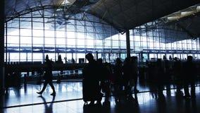 通勤者剪影在机场 股票录像