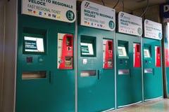 通勤者售票处在终点在罗马,意大利 免版税库存图片